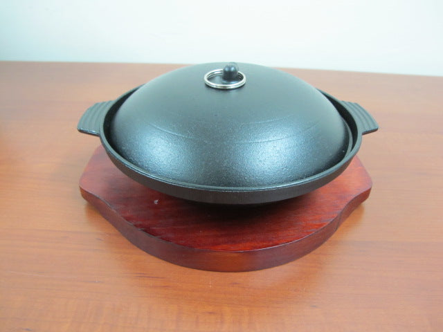 Round Sizzling with Lid and wooden base