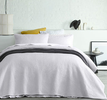 Dexter Queen Bed and King Bed Coverlet Set White