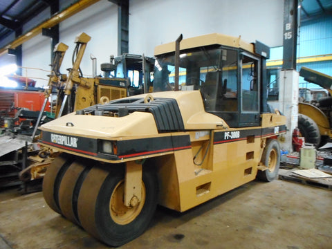 CATERPILLAR TIRE ROLLER PF300B - (TR-093)
