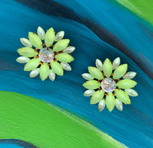 Load image into Gallery viewer, Lime Flower Power