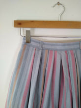 Load image into Gallery viewer, Vintage Wool Skirt Size 6