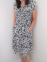 Load image into Gallery viewer, Masai Dress Size M