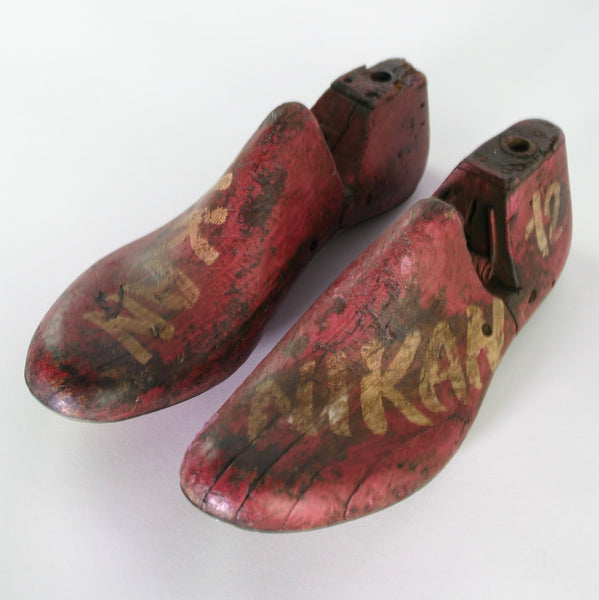 PAINTED SHOE MOLD PAIR II