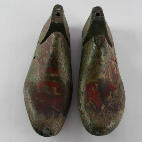 PAINTED SHOE MOLD PAIR I
