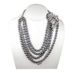 The Lustrous Noir Pearl Necklace