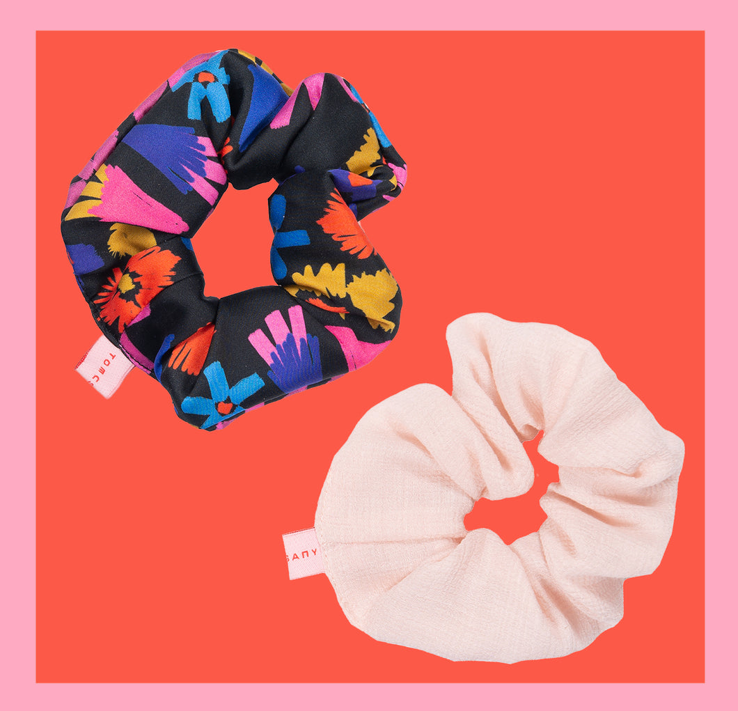 Powder Flower Scrunchy / 2 pieces