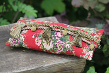 Laden Sie das Bild in den Galerie-Viewer, Clutch rot floral