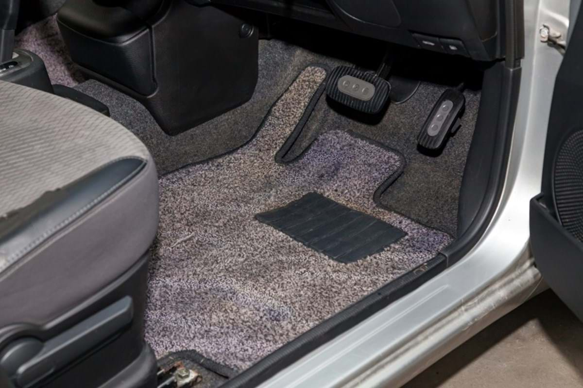 how to prep your car for winter - turtle wax - car floor interior