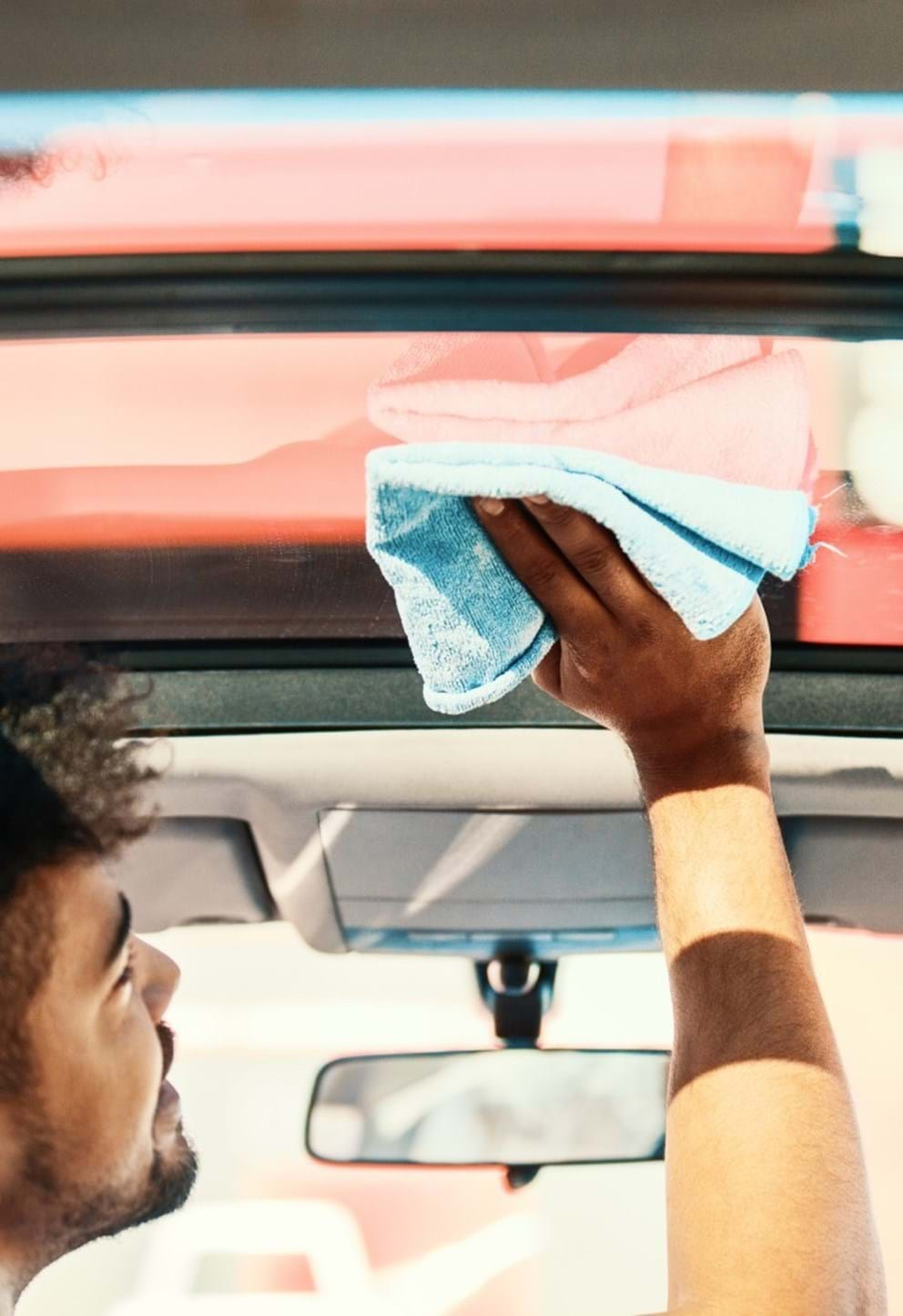 auto detailing guide - turtle wax - interior glass cleaning