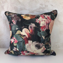 Load image into Gallery viewer, Genoveva Winter Scatter Cushion
