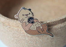 Load image into Gallery viewer, Lapel Pin - Black Shell Otter