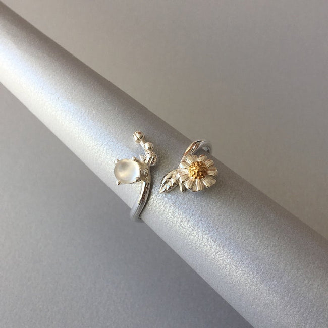 Daisy and White Moonstone Ring Daisy Ring Flower Ring Nature Ring June Birthstone Ring Adjustable 925 Silver Ring Open Ring Promise Ring