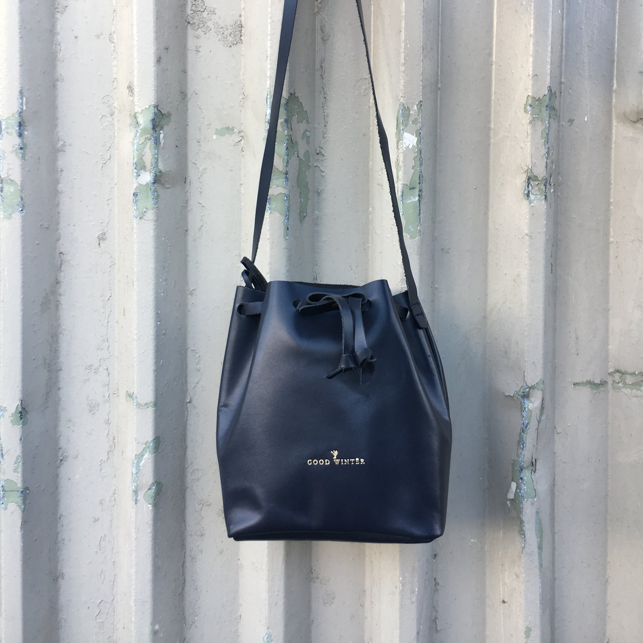 GW1 Bucket Bag Small Navy