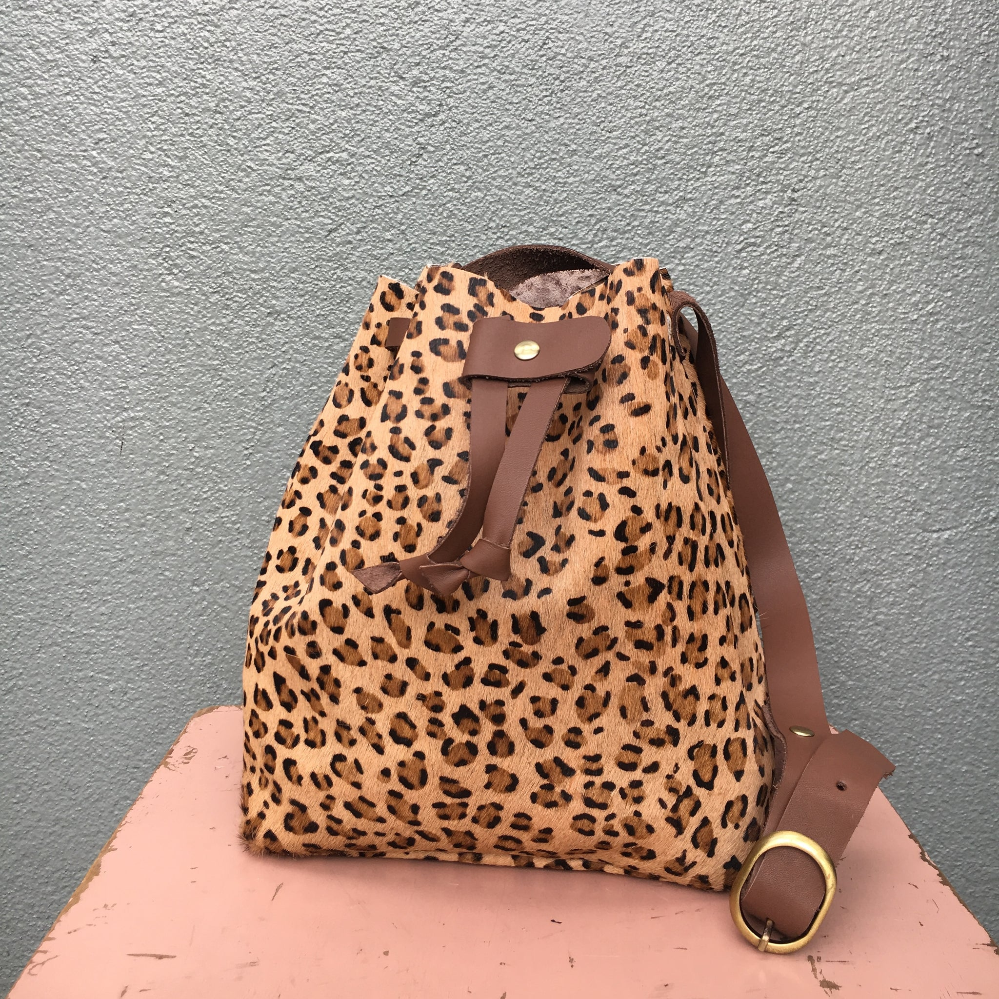 GW2 Bucket Bag Medium Animal Print Leopard
