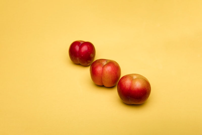 Apples representing butts for when you shouldn't do analingus