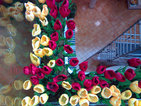 8. Artificial floral arrangement at The Gordon House Hotel, Mumbai by Ginnibloom