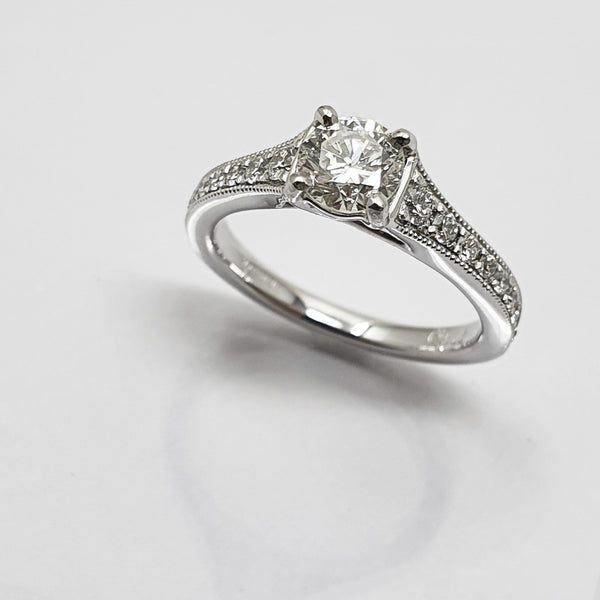 Diamond Vintage-style Solitaire Ring