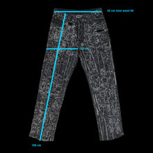 Load image into Gallery viewer, Distressed jeans
