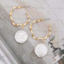 Load image into Gallery viewer, Elegant Minimalist Gold Open Hoop Pearl Earrings