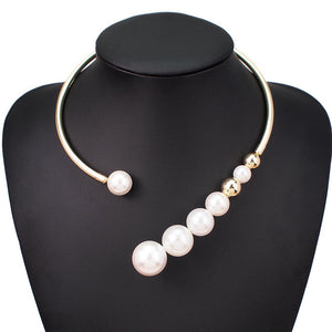 Torques Simulated Pearl Choker Necklace