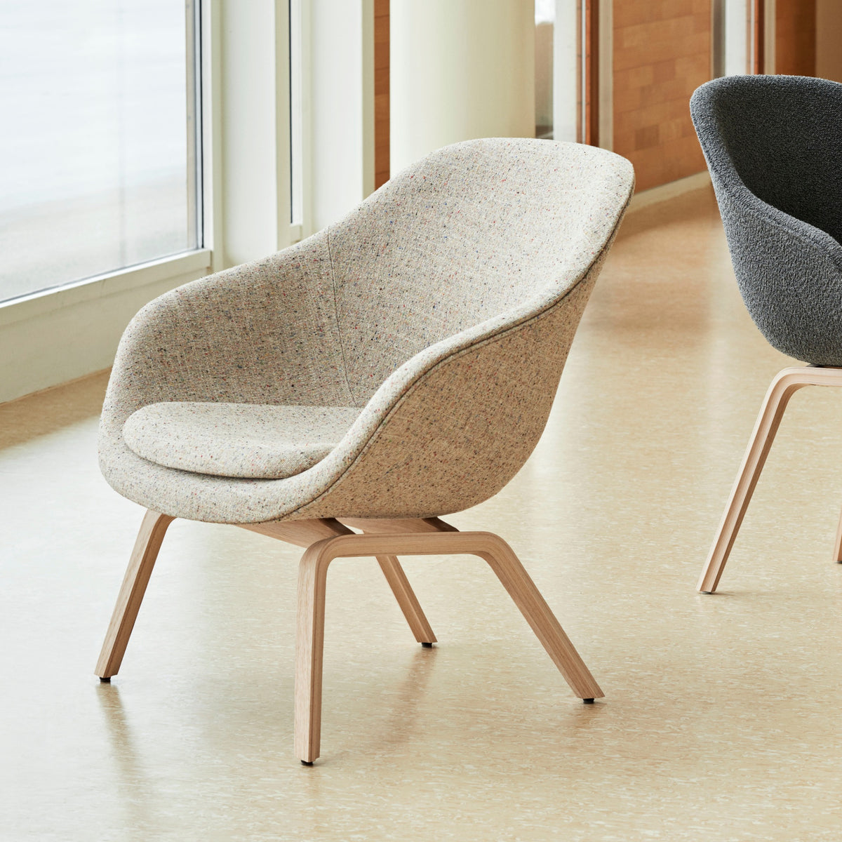 About A Lounge Chair AAL 83