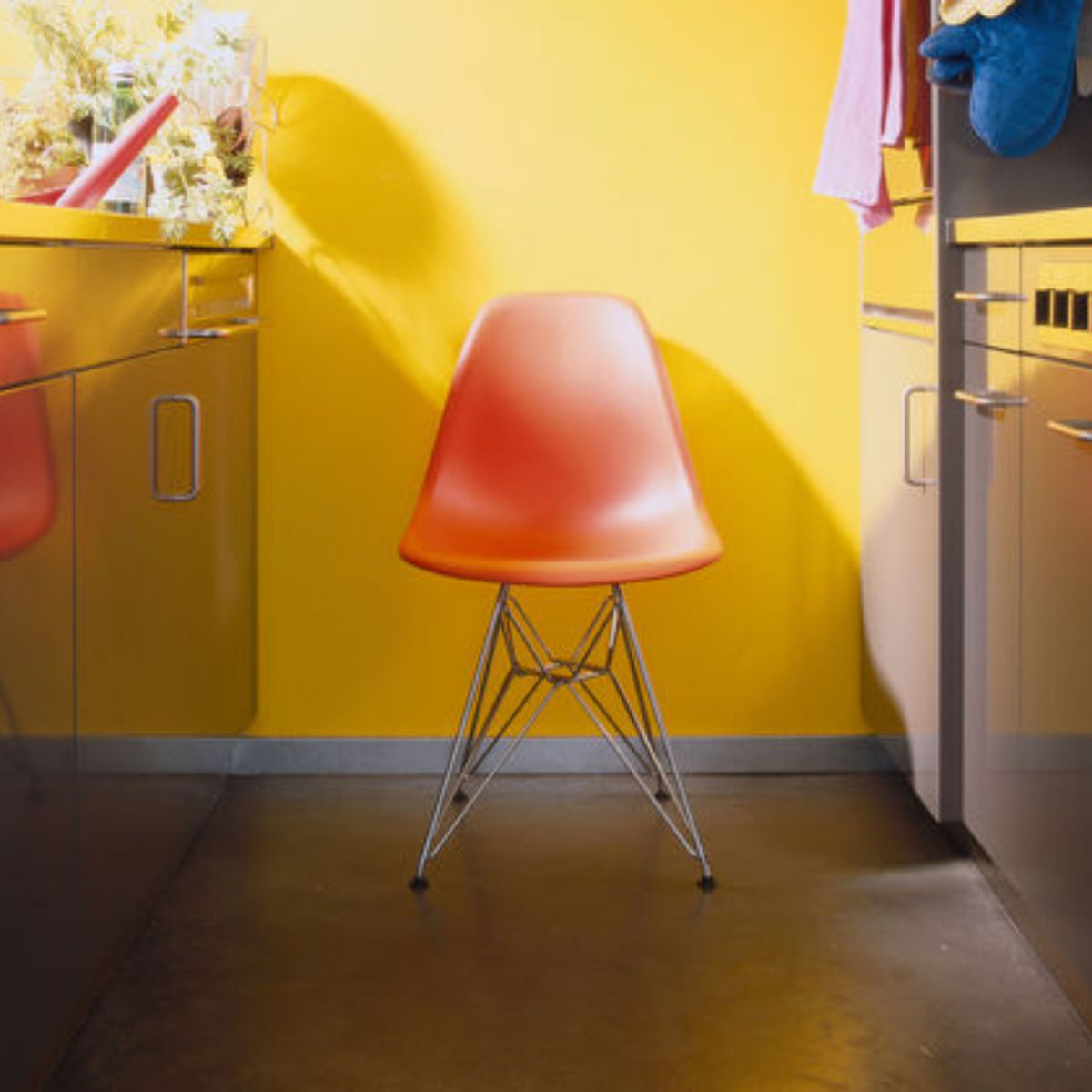 Vitra Eames Plastic Side Chair DSR Seating