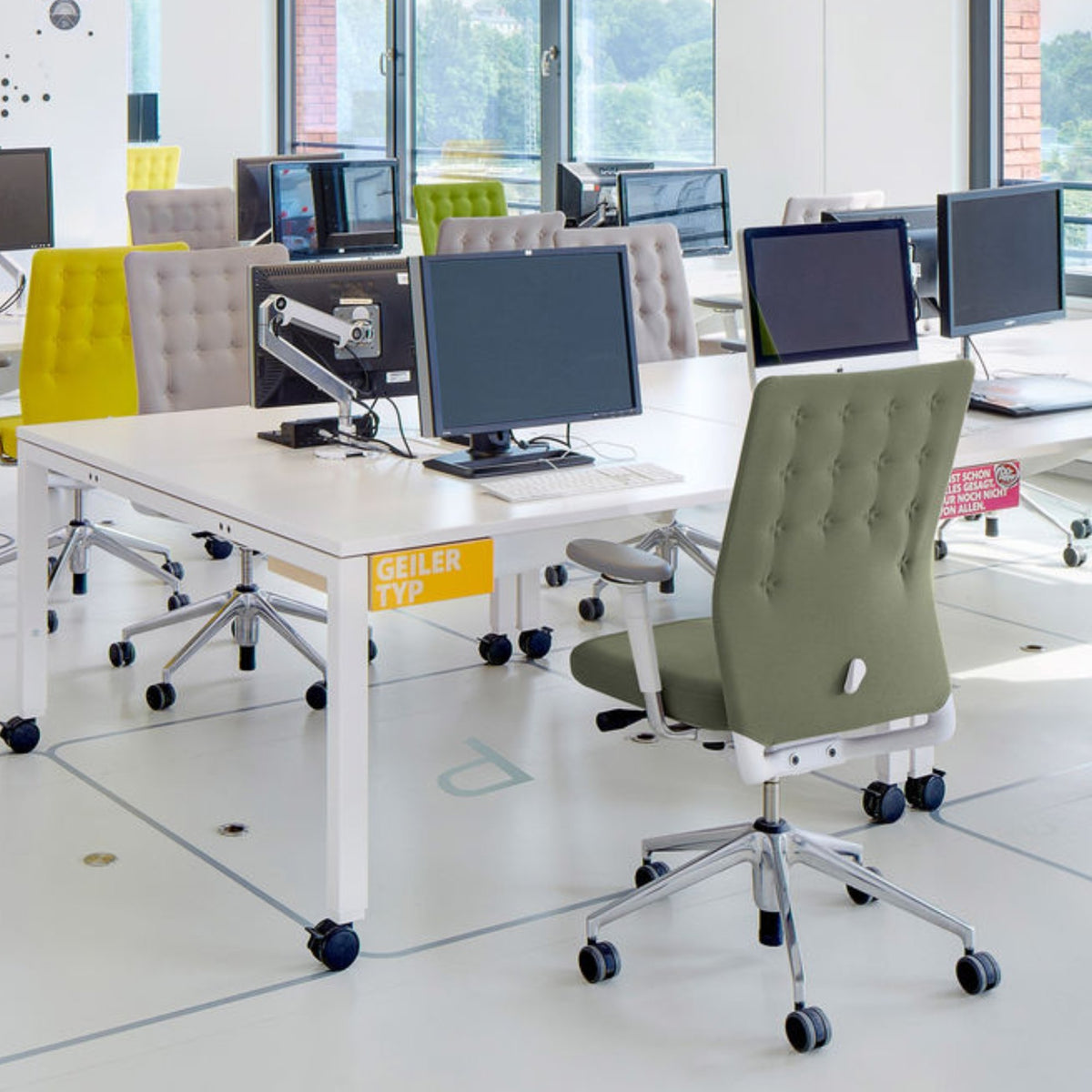 Vitra Office ID Trim by Antonio Citterio Polished Aluminium Base Seating