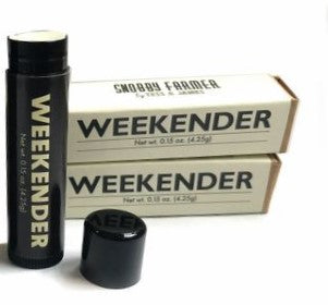 weekender Lip BALM (sweet orange + cinnamon)  This natural, untinted, unshimmered balm is the perfect go to balm.  Ingredients: glycine max (soybean oil ), helianthus annuus (sunflower oil), cera alba (beeswax), persea gratissima (avocado oil) simmondsia chinesis (jojoba oil), theobroma cacao (cocoa butter), Butyrospermum parkii (shea butter), alpha tocopherol (vitamin e), aloe barbadensis miller (aloe vera) essential oil: (cinnamon), certified organic sweet orange flavor oil   Sold Individually   .15 oz