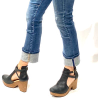 Load image into Gallery viewer, Black Free People Clogs, 8.5