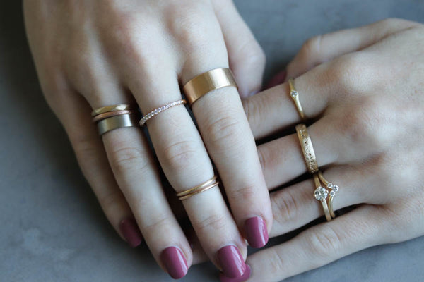 Yellow gold stacking rings, recycled gold and conflict-free diamonds - Aide-memoire Jewelry