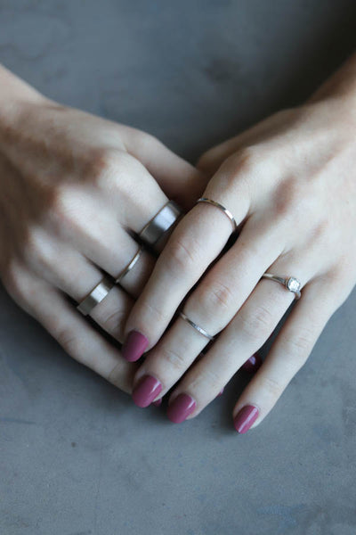 White metal stacking rings, on hand - Aide-memoire Jewelry