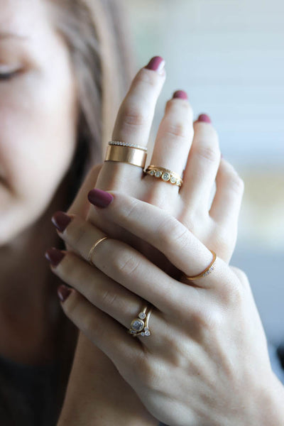Yellow gold stacking rings on hand - Aide-memoire Jewelry