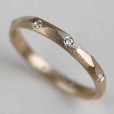 Flush-Set Smooth Faceted Band