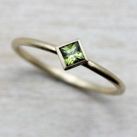 Green Sapphire and Yellow Gold Princess Cut Solitaire, Engagement Ring - Aide-mémoire Jewelry
