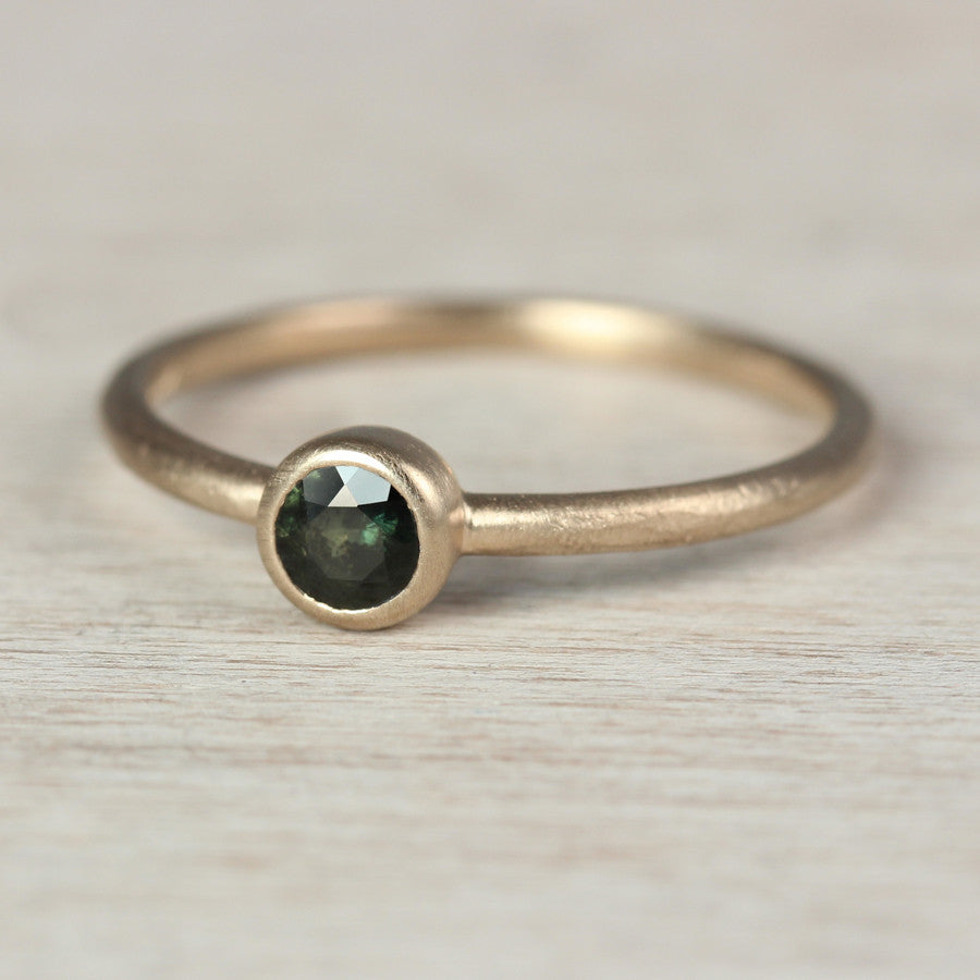 Solitaire with Olive Green Sapphire, Engagement Ring - Aide-mémoire Jewelry