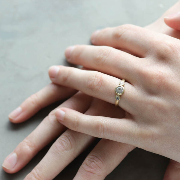 5mm Three Stone Ring, Engagement Ring - Aide-mémoire Jewelry