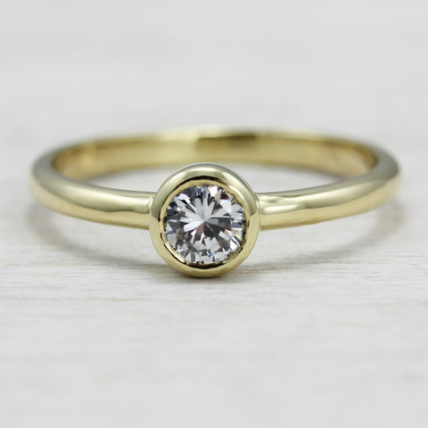 Diamond Solitaire in 18k Yellow Gold, Engagement Ring - Aide-mémoire Jewelry