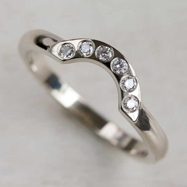 Diamond Half-Circle Contour Band •