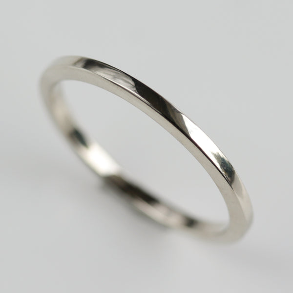 Size 6 - 14k White Gold Smooth Trapezoid Band