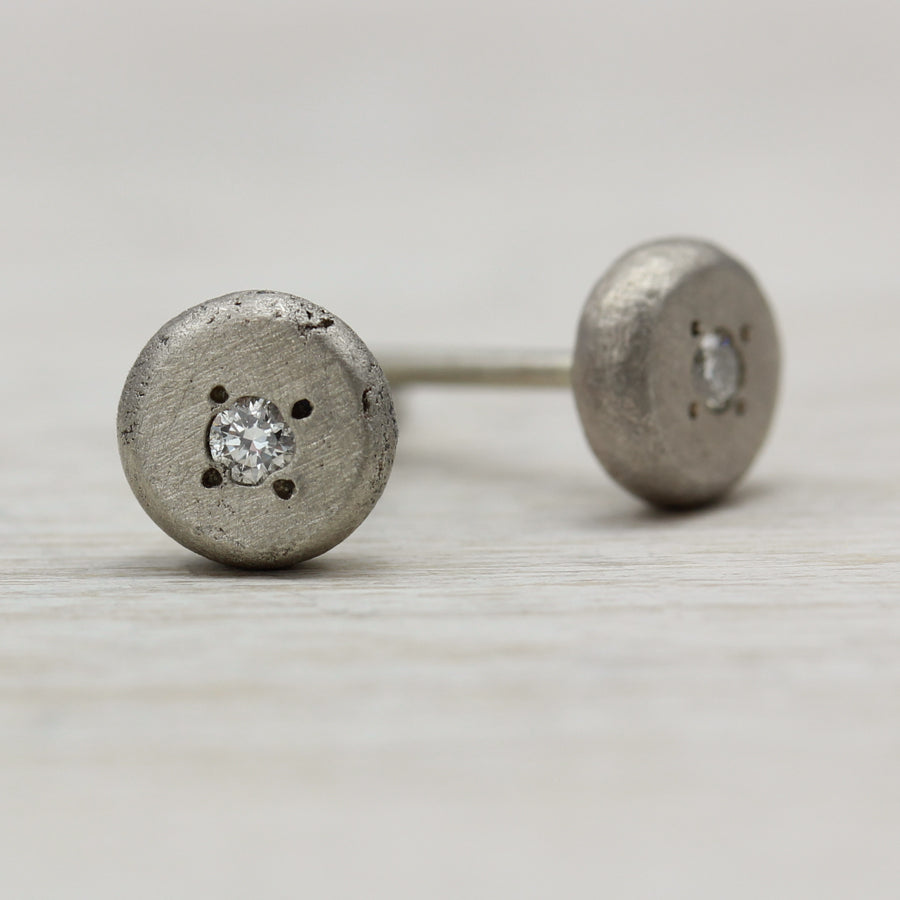 Pin-set Small Pebble Stud Earrings, Earrings - Aide-mémoire Jewelry