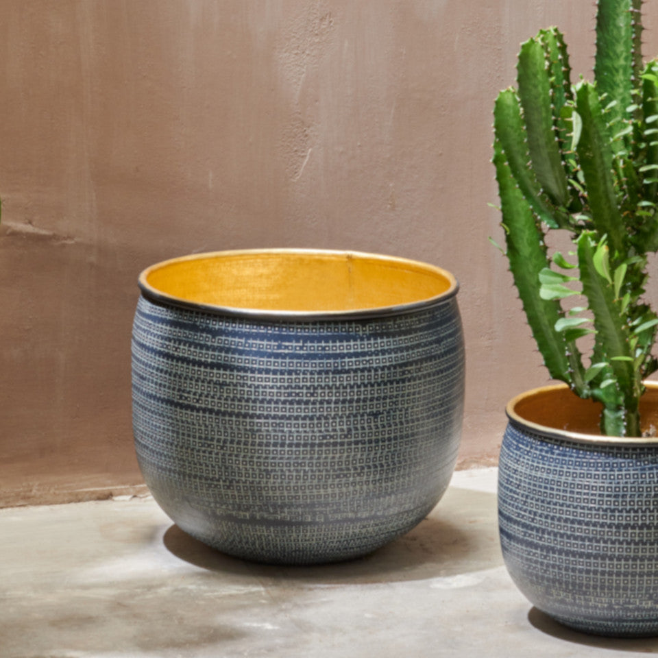 Tembesi antique black etched aluminium exteriorplanter with brass interior, large and small, small containing a cactus.