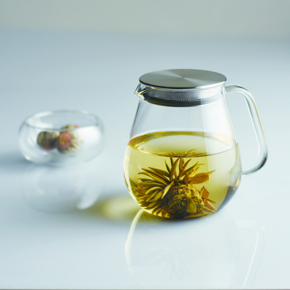 Unitea glass 720 ml teapot with stainless steel strainer lid, styled.