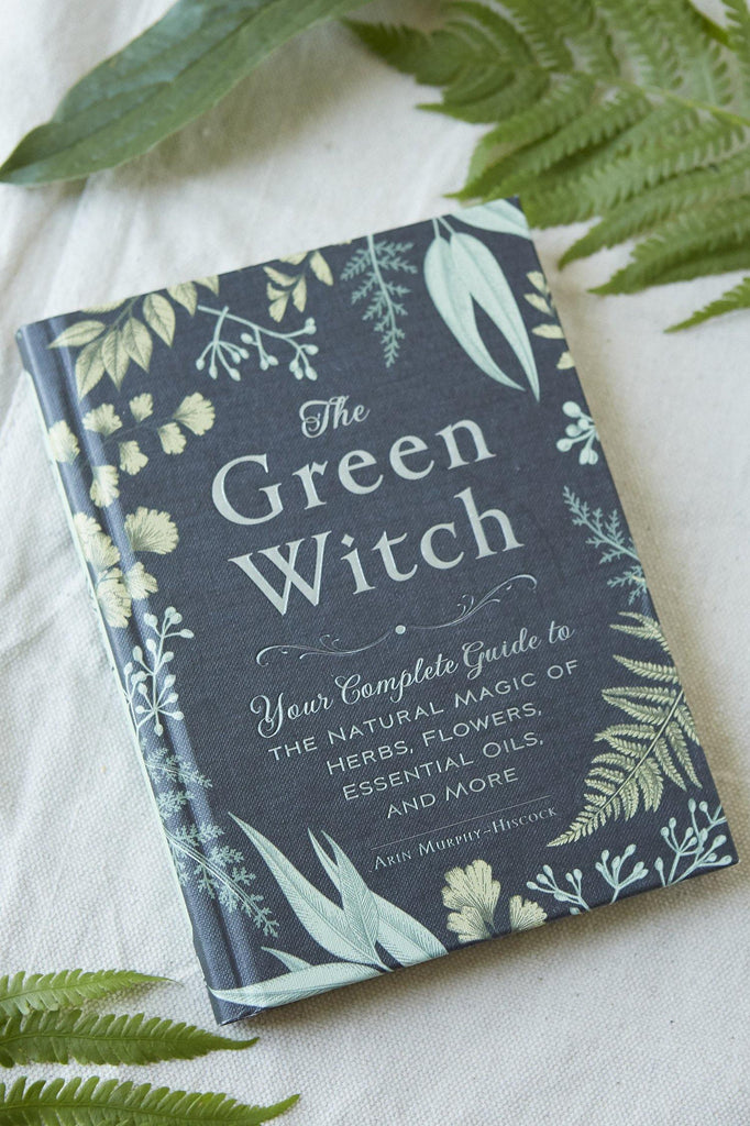 The Green Witch: Your Complete Guide to the Natural Magic of Herbs, Flowers, Essential Oils, and More - Patina Vie