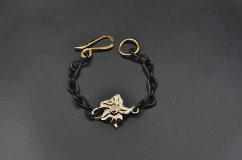 Flower Center Charm Bracelet - Yellow Gold