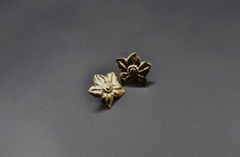 Flower Link Studs- Yellow Gold