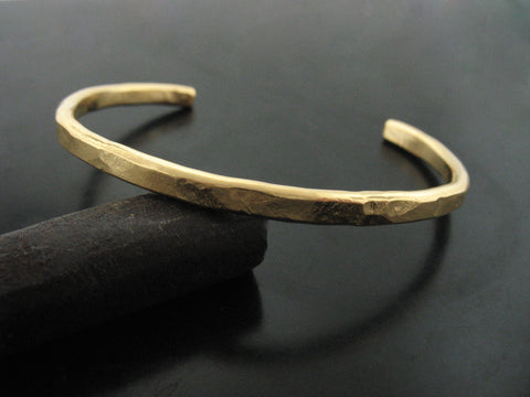 Hammered cuff #2 - yellow gold