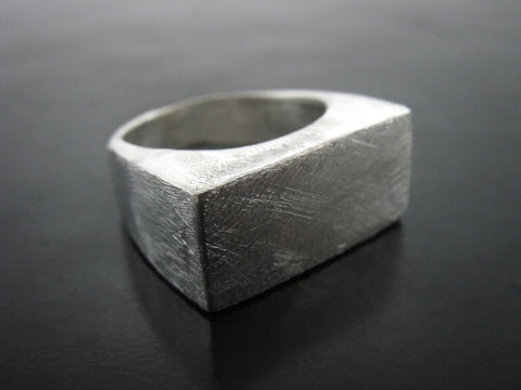 SCRATCHED CINEMATIC RING