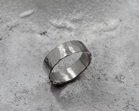 MARGAUX'S RING PLATINUM 5mm WIDE