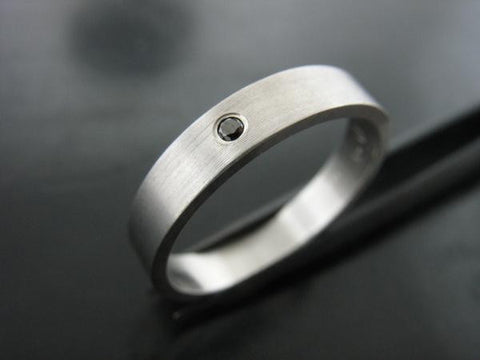 JIOU RING - WHITE GOLD & BLACK DIAMOND