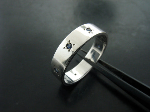 JORDAN'S  RING WHITE GOLD 5MM WIDE